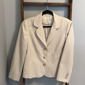 Laura PETITES Button lined easy care fitted blazer